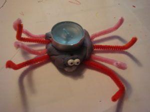 DIY Halloween pajki iz plastelina_koncni izdelek